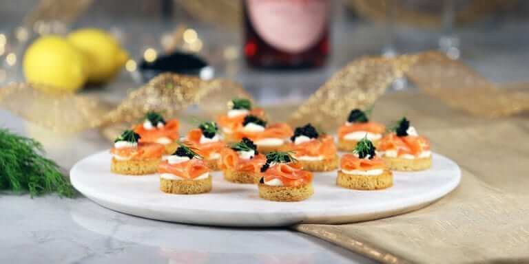 Low-Carb Smoked Salmon Crostini